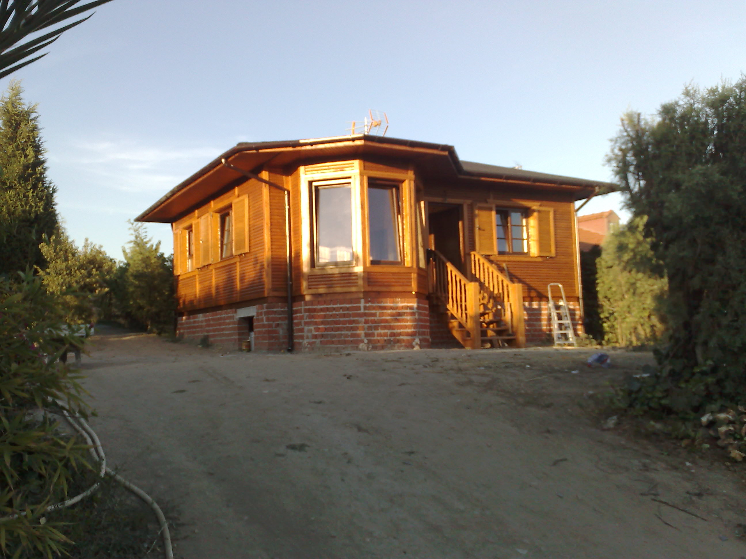Casa de madera modelo govinda for Casas de madera con piscina
