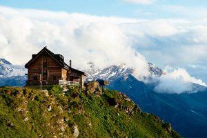 casas de madera en montaña